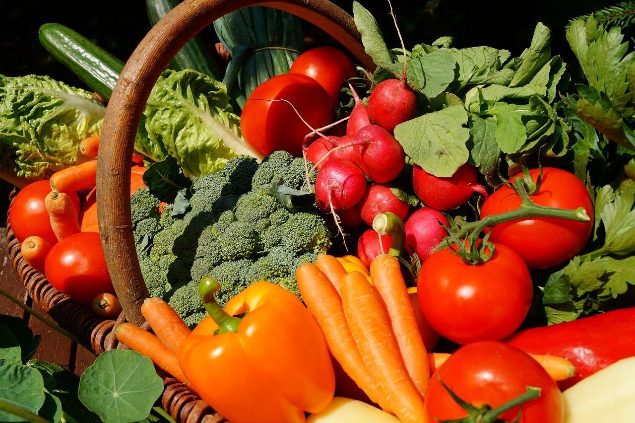 Panier de légumes en gros plan